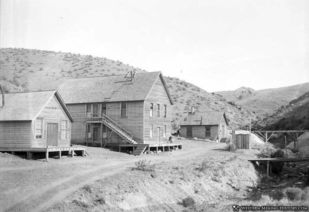 Buildings at the Oregon King Mine - Ashwood Oregon 1901