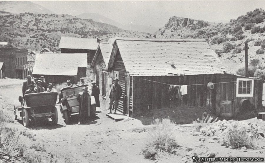 Tourists visit the Mark Twain cabin 1920s