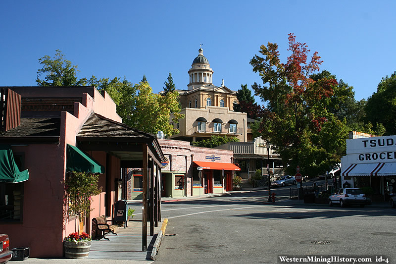 Modern view of Auburn California with the Placer County courthouse in the bakcground