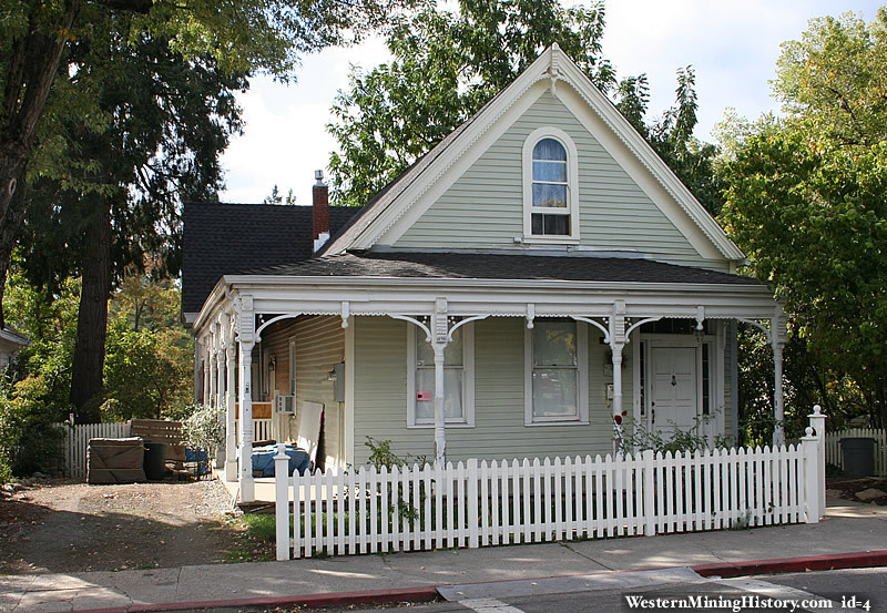 Victorian home nevada city for Victorian house facts