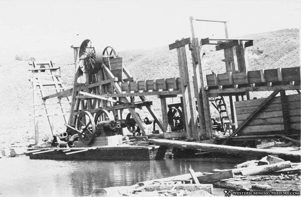 Clarksville dredge under construction ca. 1924