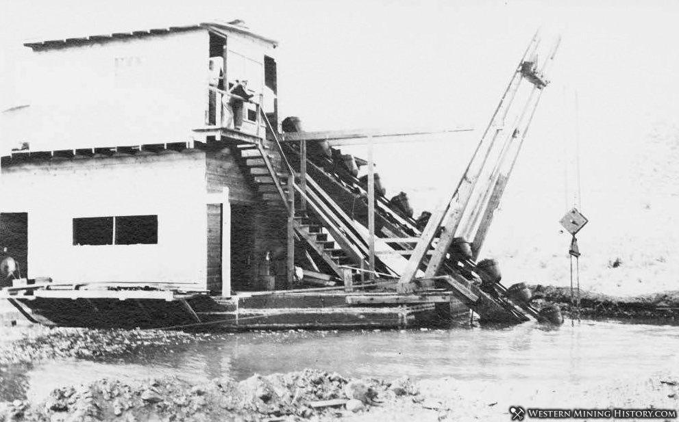 Clarksville dredge ca. 1924