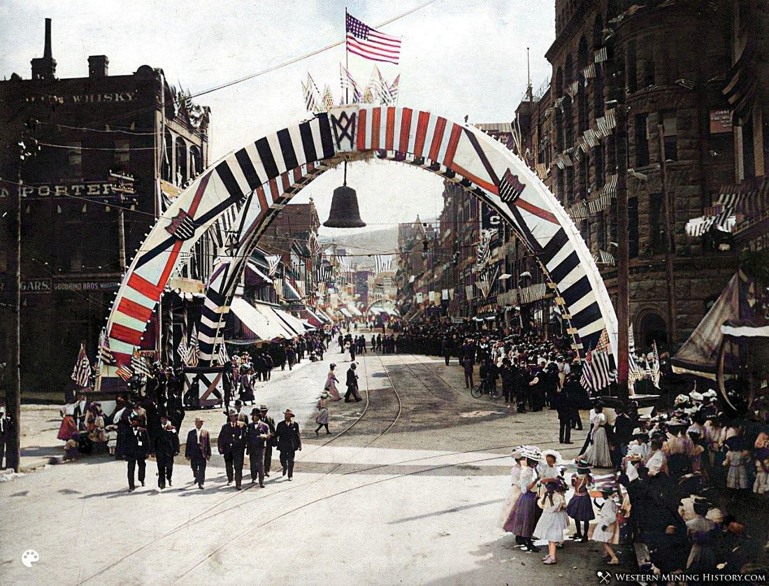 Fourth of July parade - Helena Montana ca. 1900