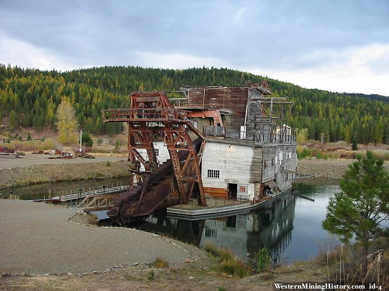 Historic Gold Dredges : Sumpter valley dredge state heritage area