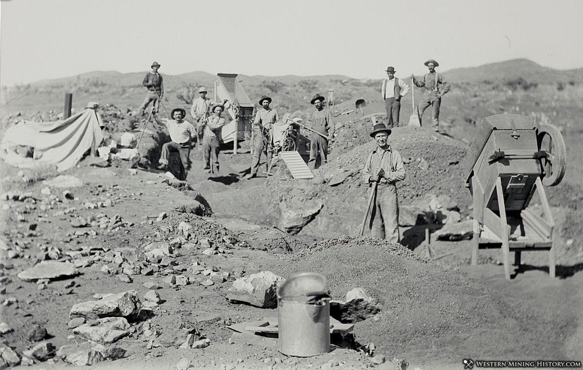 Dry washing for placer gold at the St. Elmo mine - Randsburg