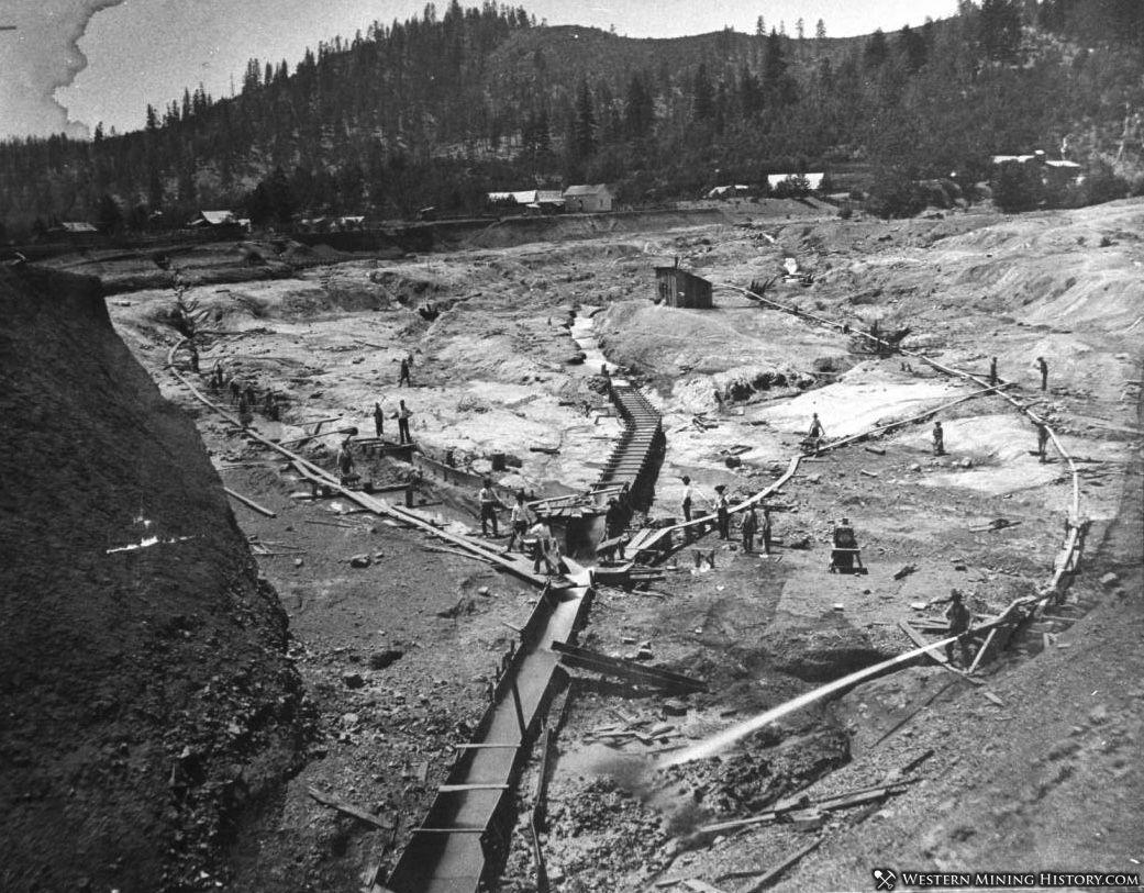 Hydraulic mine near Oro Fino California