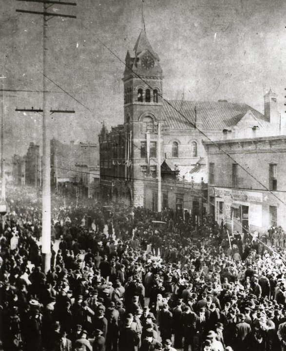 Thousands Attended the Funeral for the Victims of the Blast