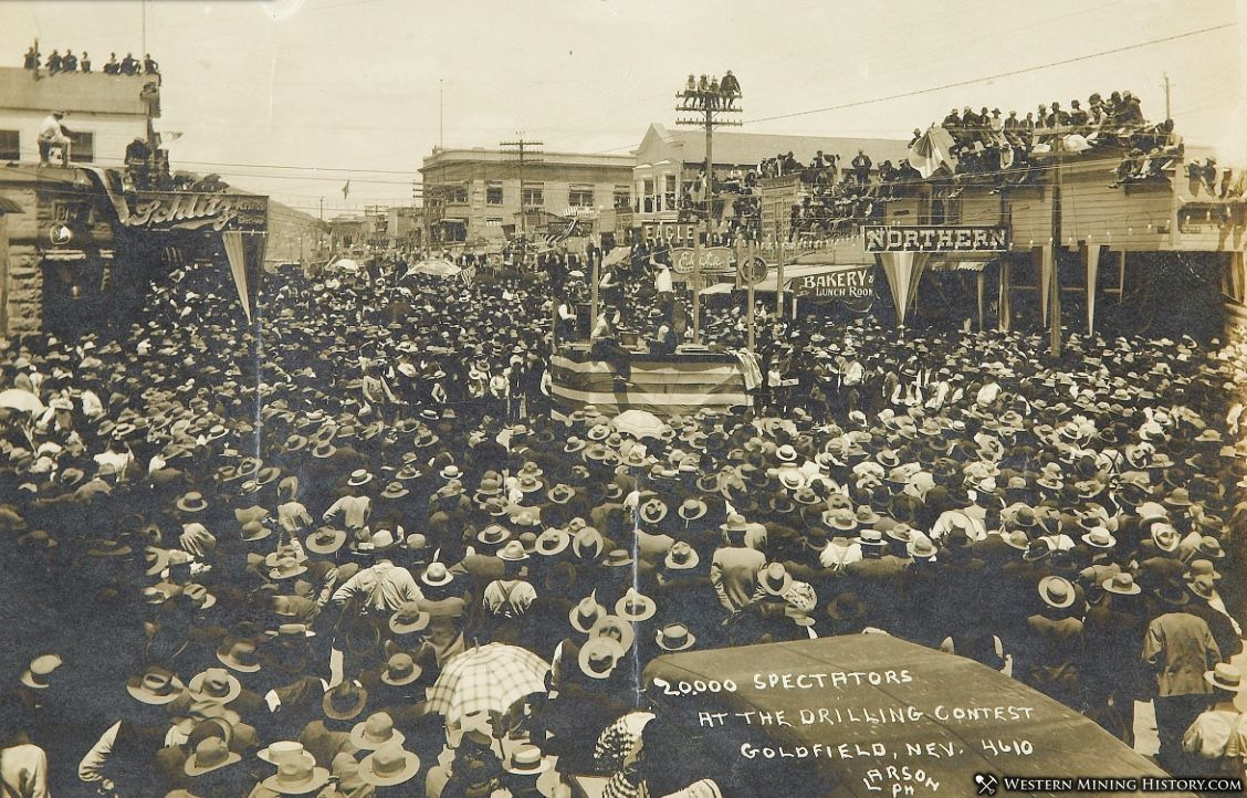 20,000 spectators at a drilling contest in Goldfield, Nevada ca. 1906